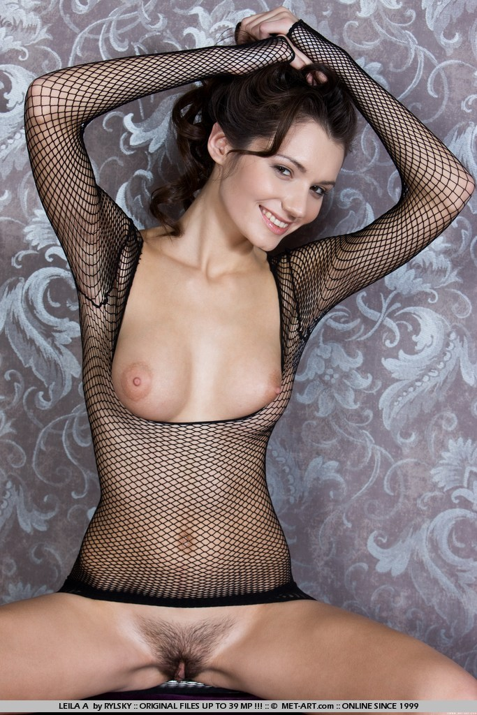 Leila  Black fishnet  RedBust