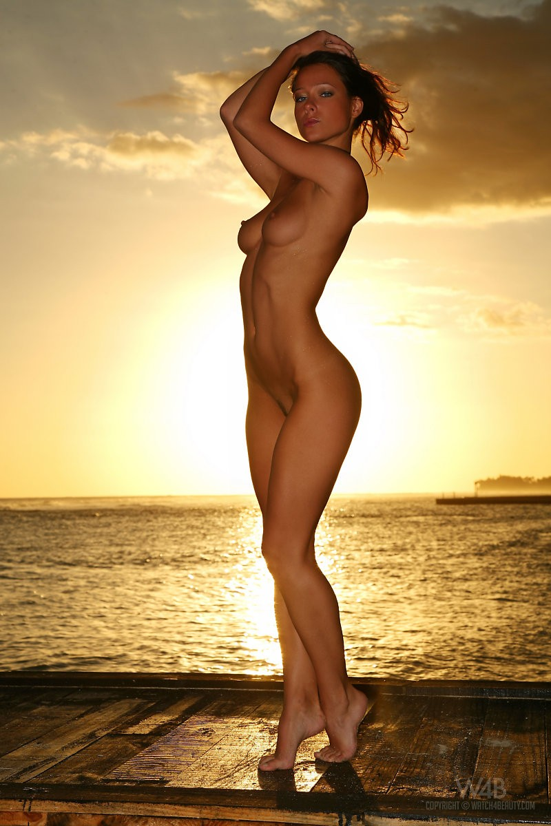 Melisa Mendiny  Seaside sunset  RedBust