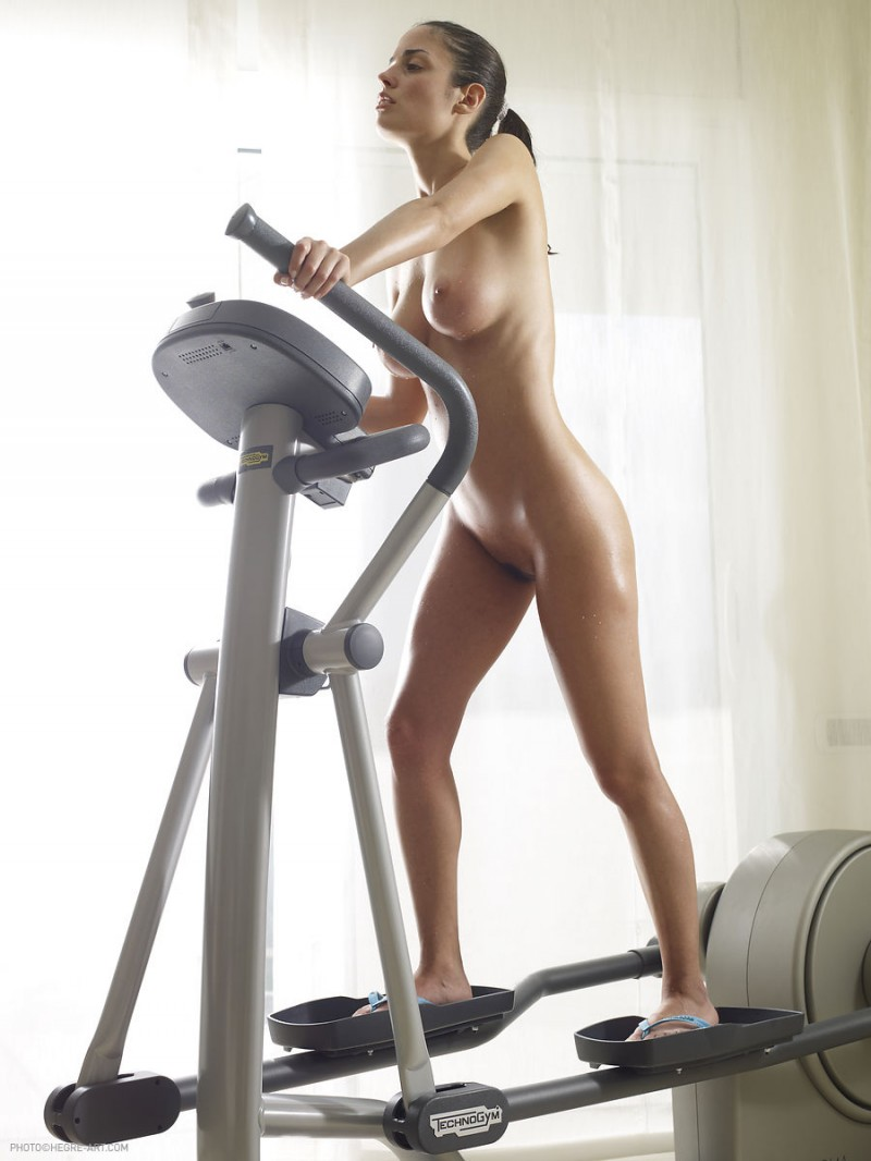 Muriel  Nude workout on cross trainer  RedBust