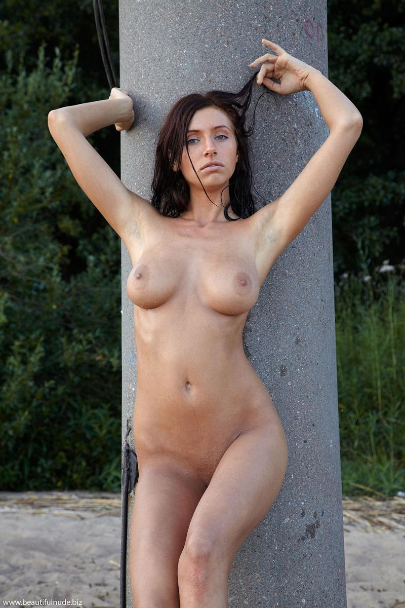 Simone  Concrete column  RedBust