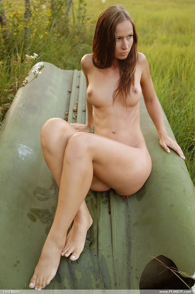 Susana Spears by the lake