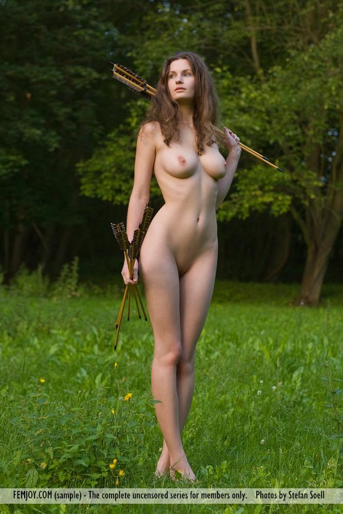 Susann  Busty archer  RedBust