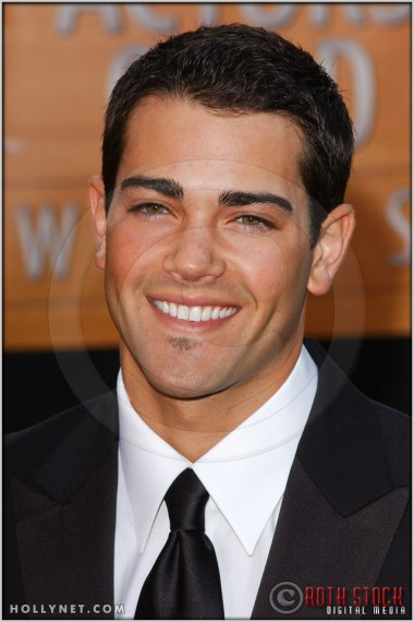 Jesse Metcalfe arriving at the 11th Annual Screen Actors Guild Awards