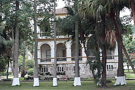 gulangyu-mansion-garden
