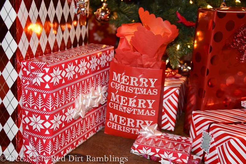 Christmas decor, a tale of two minds - Red Dirt Ramblings®
