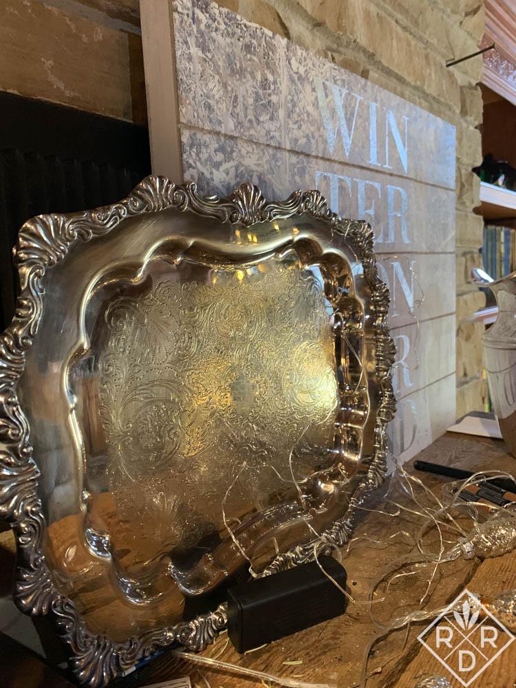 Silver platter and sign Winter Wonderland (1 of 1)