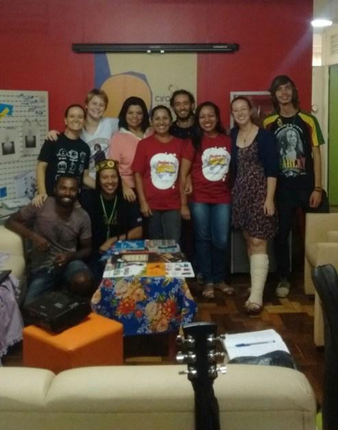 Educadores sociais e equipe do Cirandar durante o planejamento coletivo deste sábado.
