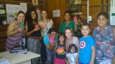 A Biblioteca Comunitária do Arquipélago distribuiu poemas para as mulheres que trabalham no Centro de Referencia em Assistência Social (CRAS) Região Ilhas.