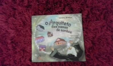 """O arquiteto das casas de sonhos, foi o livro escolhido pela mediadora Miriã Cardoso, para a mediação do dia. """"E de que adiantaria uma casa vazia? Entao ela se encarrega de fazer amigos e preencher a casa.."""""""