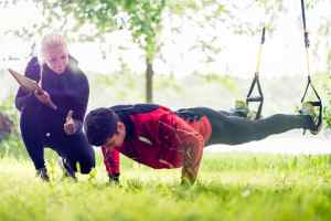 personal trainer coaching outside