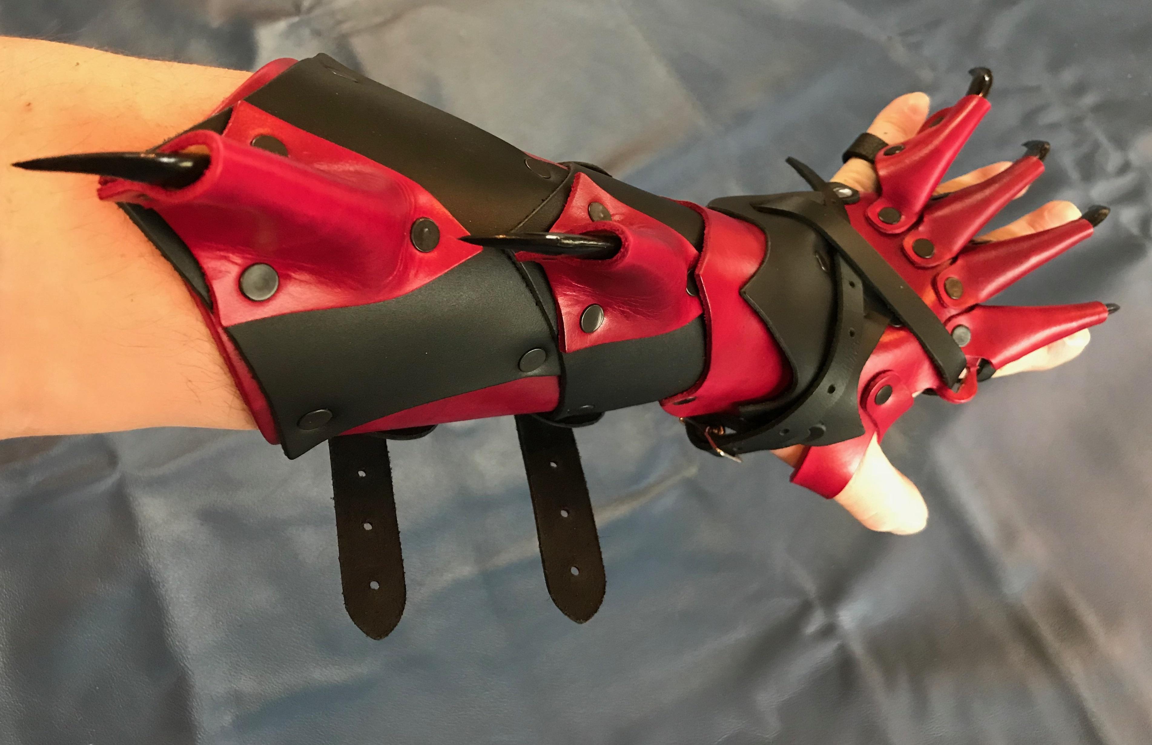 Dragon Claw Gauntlets  RED FALCON