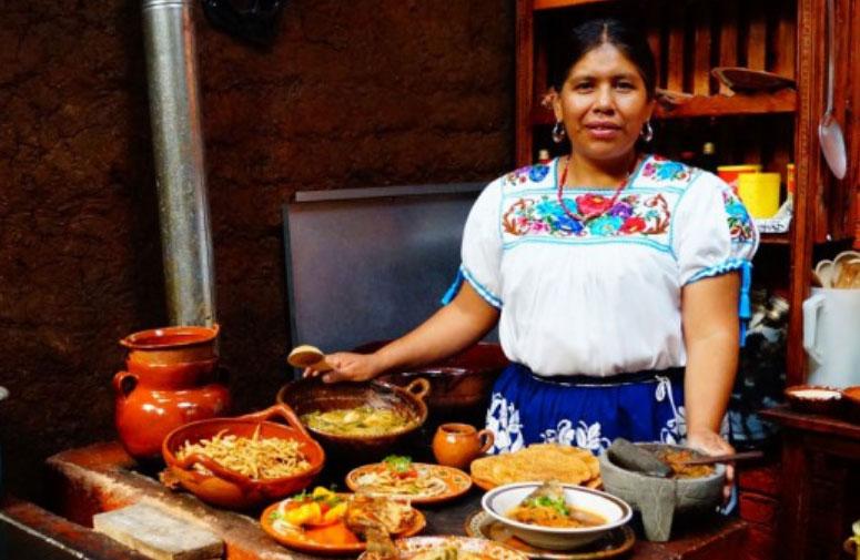 Cocinera Tradicional - Pátzcuaro 1º Municipio con Reglamento basado en sostenibilidad ambiental