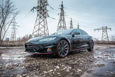 A modified Tesla Model S by Larte Design (Image: Car Revs Daily)