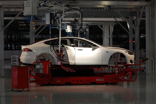 Photo of Tesla Fremont Factory by Maurizio Pesce CC from Wikimedia Commons