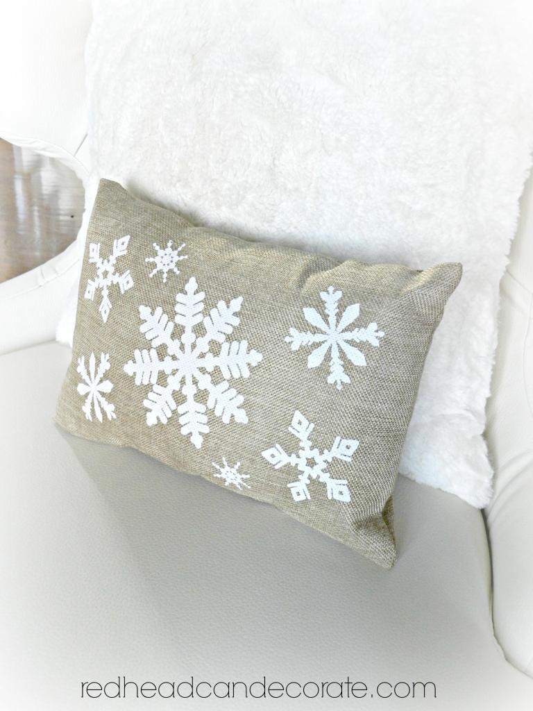 redheadcandecorate.com Free Giveaway Burlap Pillow