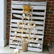 Pallet Christmas Tree - Redhead Decorate