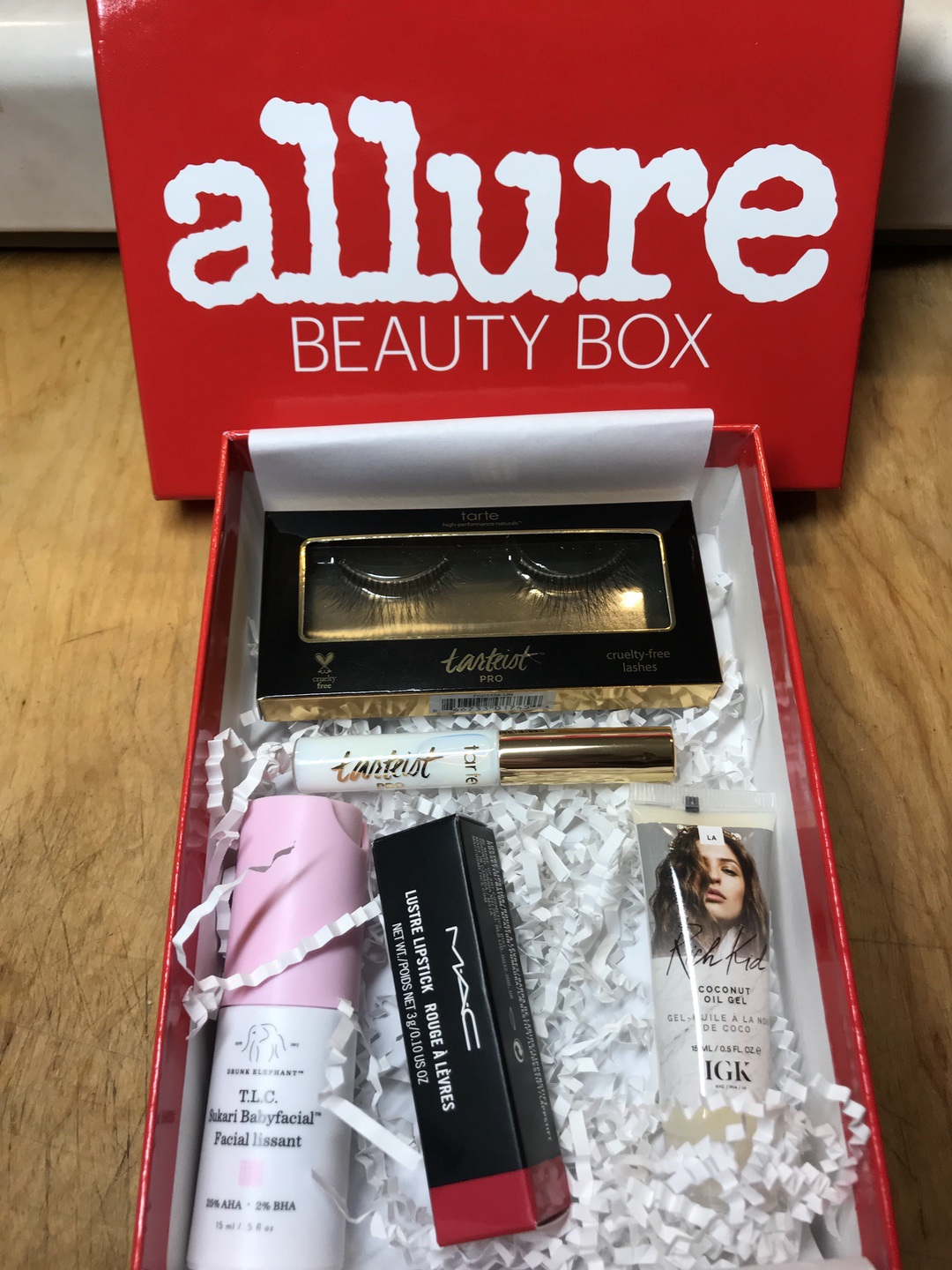 Allure Beauty Box September 2018 #allure #allurebeautybox #beautybox #beauty #makeup
