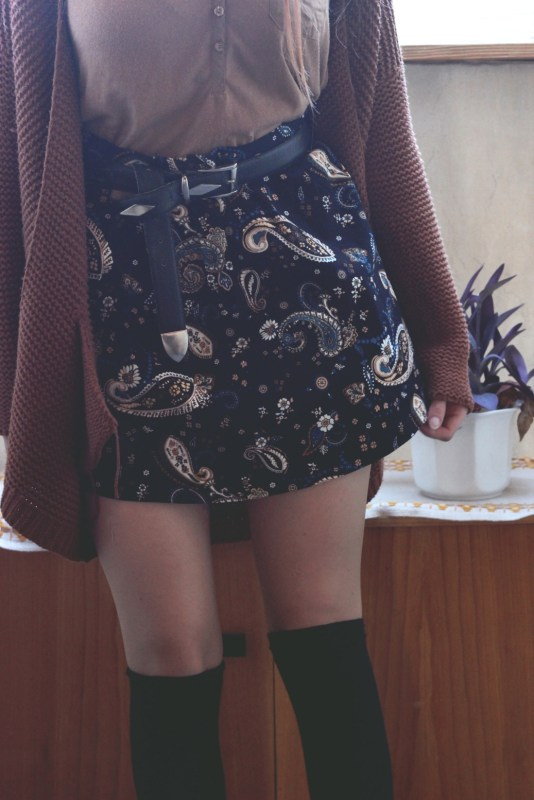 redheadventurer-fashion-outfit-paisley-platform boots-skirt