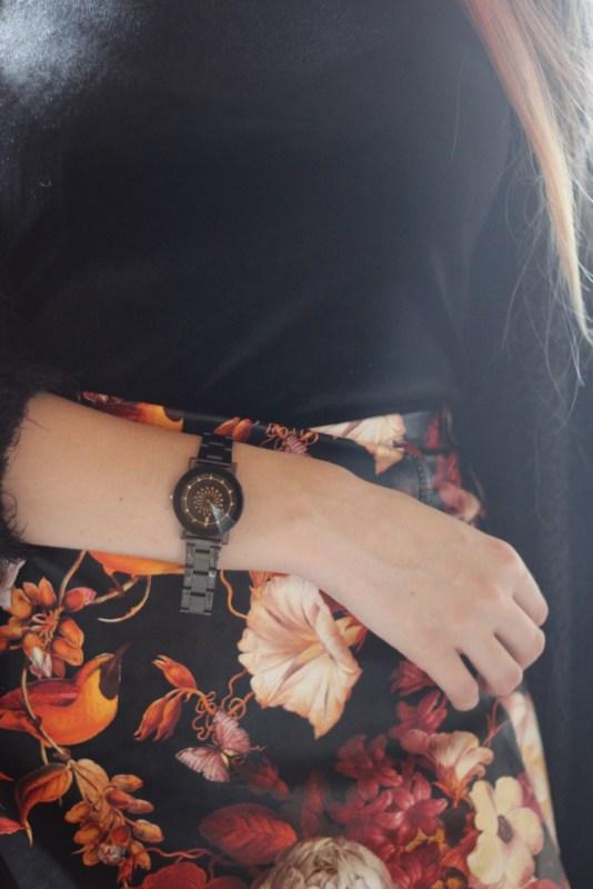 redheadventurer-outfit-floral-skirt-autumn-spring-detail