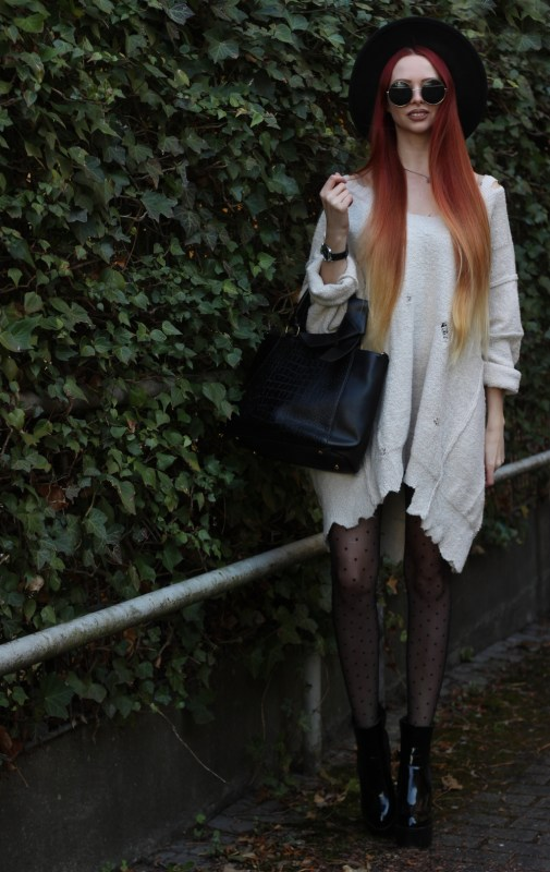 redheadventurer-liza-laboheme-fashion-outfit-distressed-oversized-sweater-3