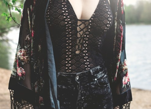redheadventurer-liza-laboheme-fashion-style black for summer-rose-kimono-bathing-suit