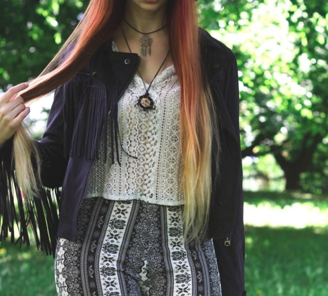 redheadventurer-liza-laboheme-fashion-style-essentials-boho-flares-dreamcatcher