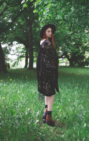 redheadventurer-liza-laboheme-fashion-style-essentials-boho-hippie-massa-kimono-3