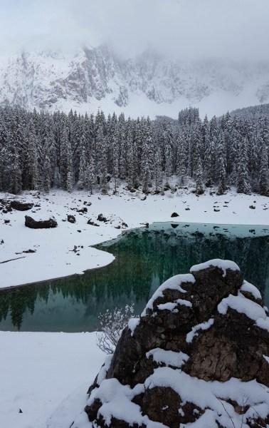 redheadventurer-liza-laboheme-travel-south-tyrol-lago-di-carezza-rock