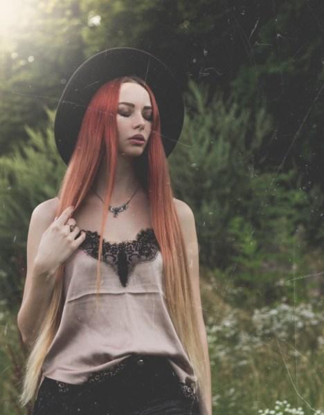 redheadventurer-liza-laboheme-velvet-satin-vintage-look (1)