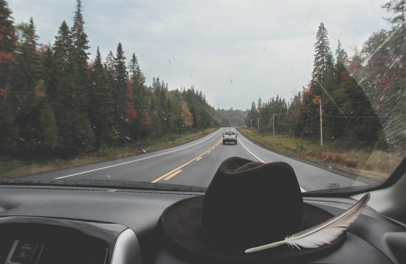 redheadventurer-liza-laboheme-travel-roadtripping-eastern-canada-street-hat-feather