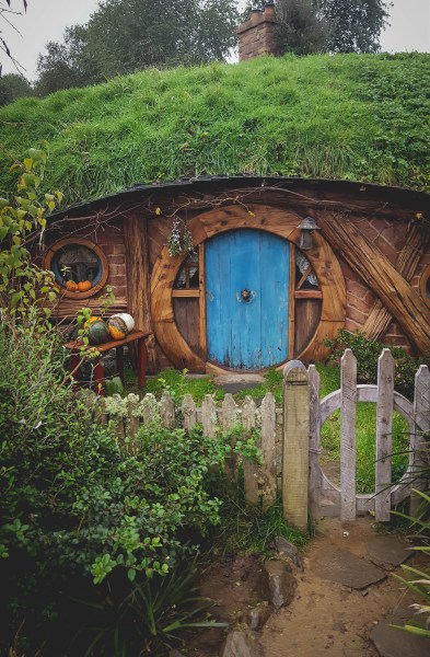 new-zealand-hamilton-hobbiton-lotr-travel-blog-redheadventurer-liza-laboheme (3)
