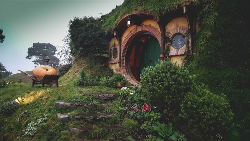 new-zealand-hamilton-hobbiton-lotr-travel-blog-redheadventurer-liza-laboheme (9)