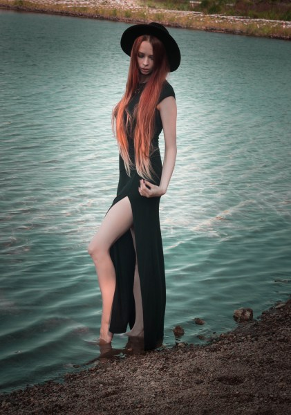 redheadventurer-liza-laboheme-fashion-outfit-black-dress-boohoo-lake-wilderness (5)