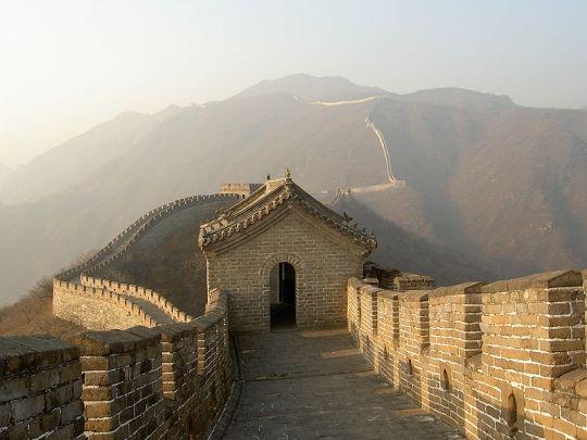 El 10% de la Muralla China ha desaparecido por vandalismo y erosión.