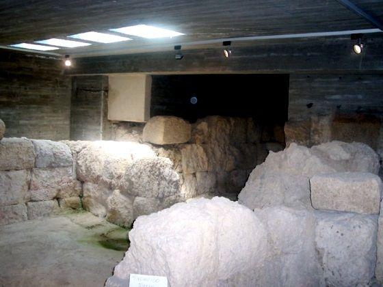 cripta puerta obispo