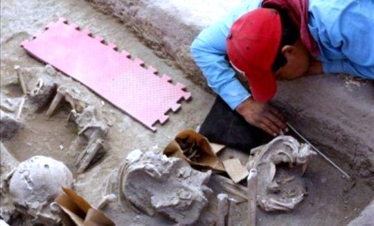 Arqueólogos mexicanos encuentran docenas de esqueletos de 800 años de antigüedad