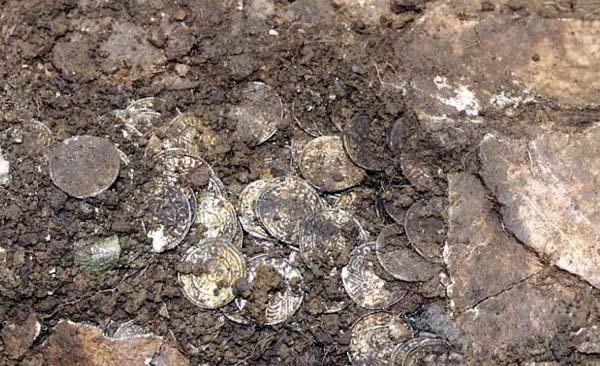 Más de 5.000 monedas medievales han sido encontradas en Inglaterra.