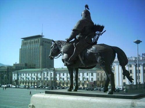 ¿Cuántos asiáticos descienden directamente de Gengis Khan?