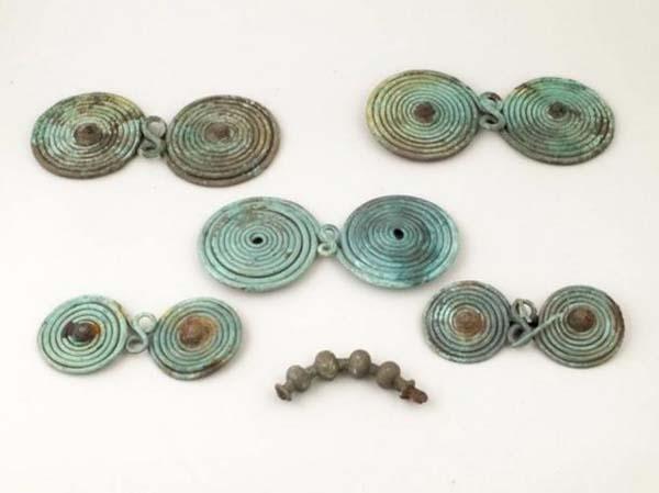 Objetos arqueológicos hallados en Transilvania.