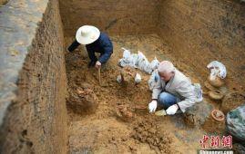 tumba 1800 años china