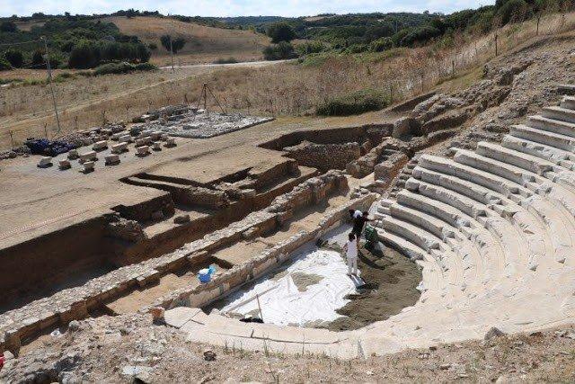 teatro griego de la antigua ciudad de parion
