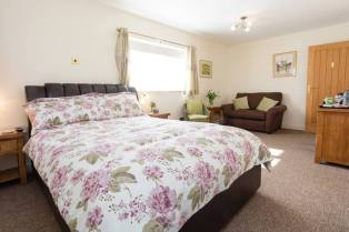 suite 1 double bedroom with sofa bed Redhouse Farm Bed & Breakfast, Lincolnshire