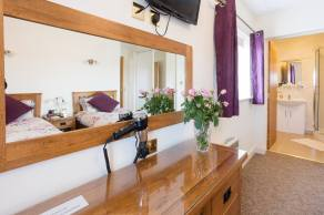 En suite in Suite 2, a room in Redhouse Farm Bed & Breakfast, Lincolnshire