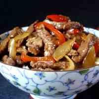 Black pepper beef stir-fry (黑椒牛柳)