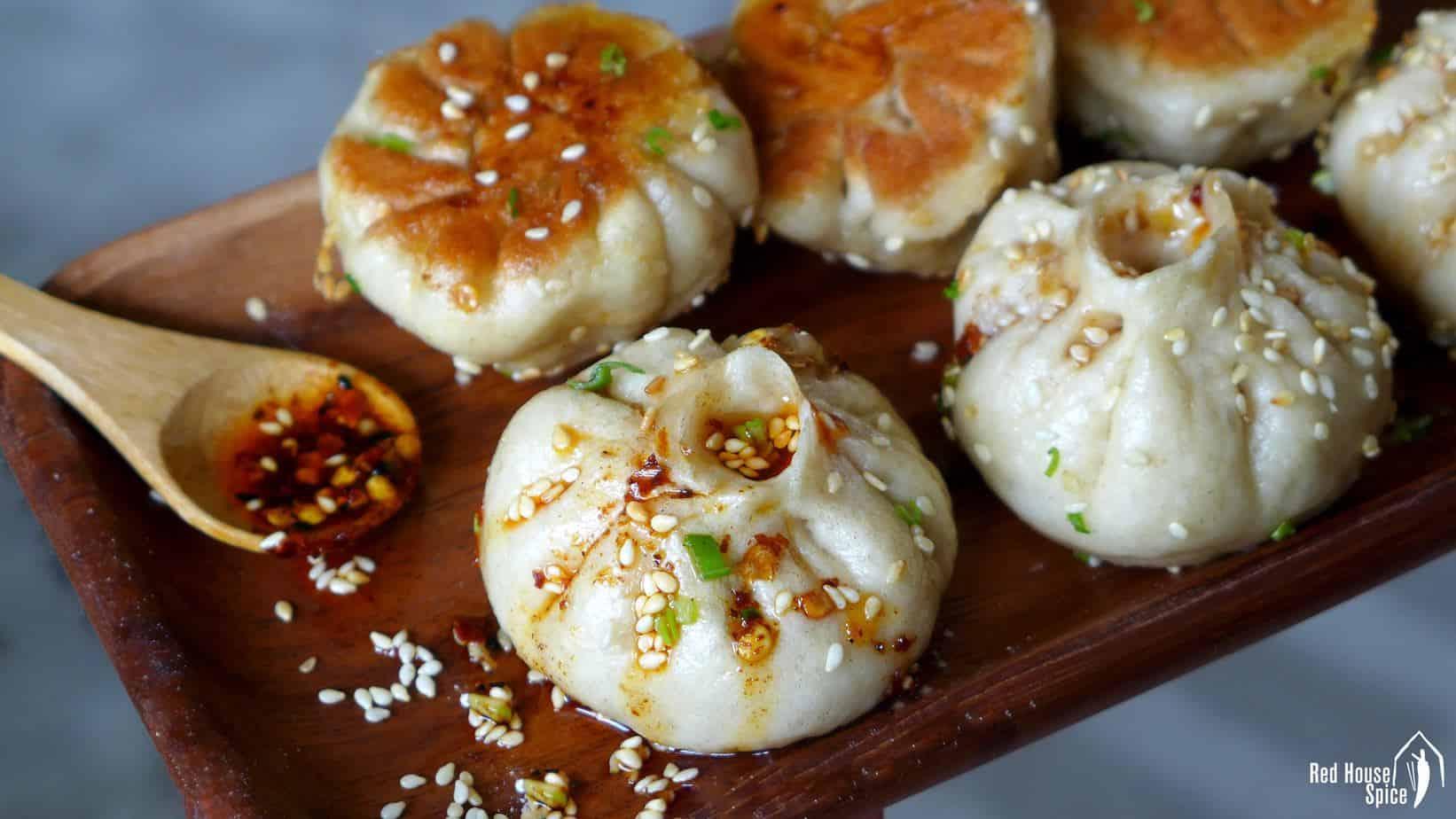 Sheng Jian Bao: Pan-fried pork buns (生煎包)