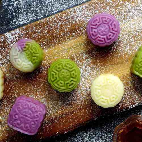 7 snow skin mooncakes on a board