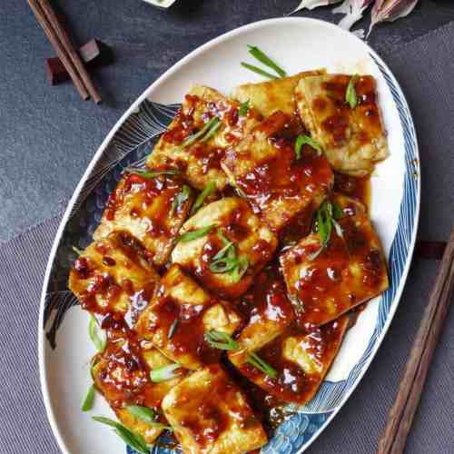 Chewy outside and soft inside, pan fried tofu is super delicious with flavour-packed garlic sauce. A perfect dish to wake up your taste buds.
