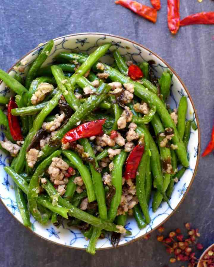 Fragrant, salty and pungent, dry fried green beans with Chinese olive vegetable is one of the best ways to serve green beans.