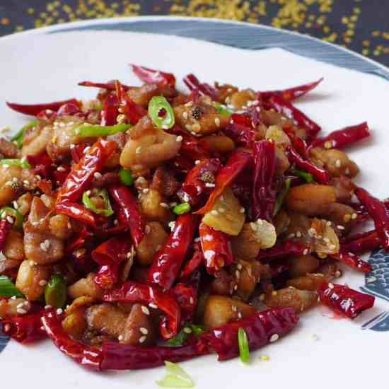 Crispy, tasty chicken pieces stir-fried with generous amount of dried chillies and Sichuan pepper, Mala chicken is a classic delicacy not to miss.