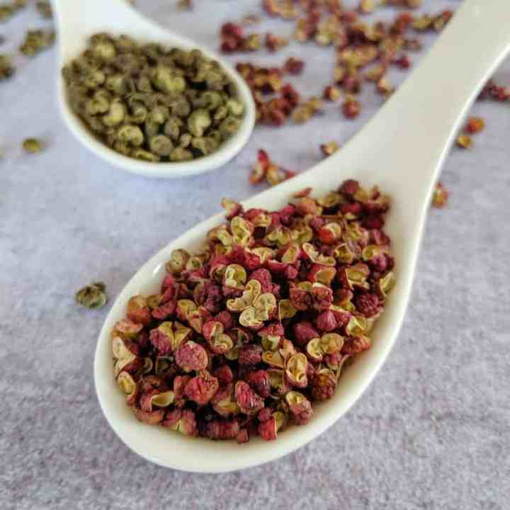 Red and green Sichuan pepper in spoons